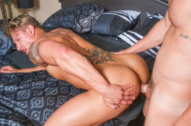 "Landon Conrad fucks Bryce Evans in ""Boyfriends in Blanket"" from Pride Studios"