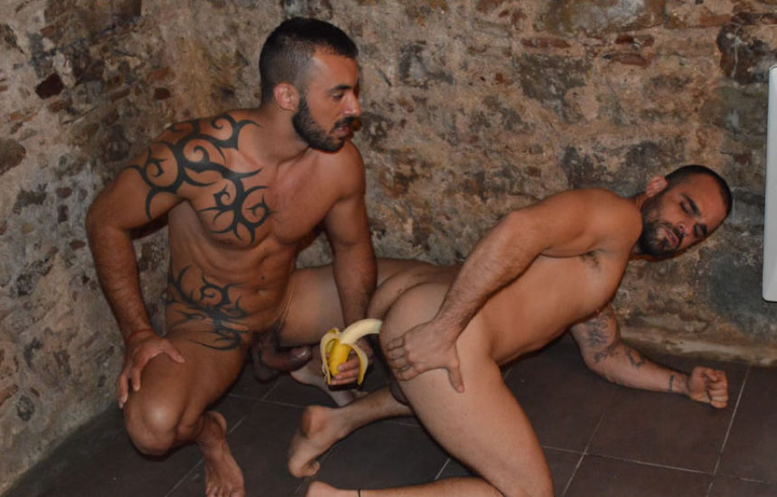 Get kinky with Xavi Duran, Damien Crosse and a banana