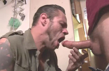 Daddy raw-fucks his slut