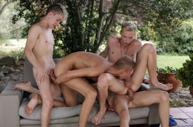 Kris Blent, Ray Mannix, Xavier Sibley and Ruben Bart in a bareback Staxus fourgy