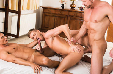 Vlad Larin takes Tomas Brand and Dario Leon at both ends at Lucas Entertainment