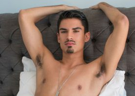 New Latin Boyz model Reyes rubs out a creamy load