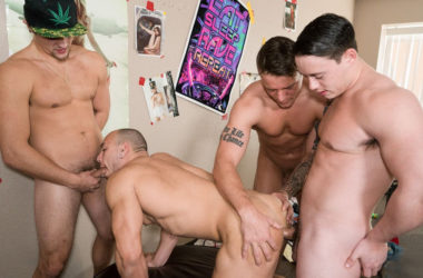 "Gunner Canon, Tobias & Charlie Pattinson fuck Leon Lewis in ""Fuck Him Until He Cums"""