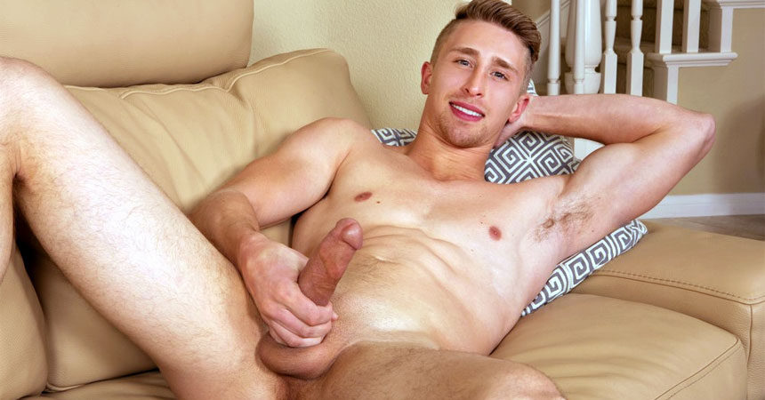 Sexy muscle jock Vance rubs out an impressive load for Sean Cody