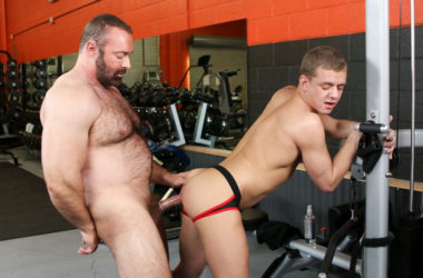"Hairy daddy Brad Kalvo fucks Ian Levine in ""Gym Rat"" from Pride Studios"
