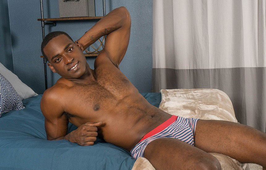 Muscle stud Desmond strokes his juicy dick and fires his load at Sean Cody