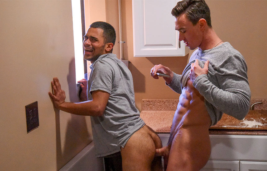 """""""Dudes In Public 21"""": Hung muscle jock Cade Maddox pounds Gaberial Isaacs"""