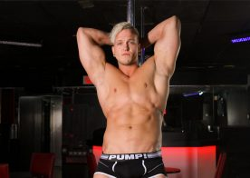 Strip Club update: Muscle hunk Justin rubs one out at Reality Dudes