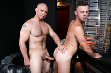 Hairy bottom Chandler Scott bottoms for John Magnum at Pride Studios
