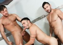 Jack Andy and Scott Demarco raw-fuck Cesar Rossi in the shower