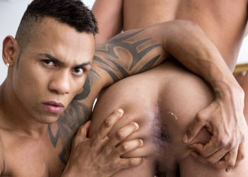Fuckermate: Axel Brown bottoms for Carlos Leão and takes his big raw cock