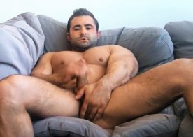 Sean Cody: Muscular newbie Reese flexes his muscles and jerks off