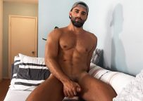 Sean Cody: Californian muscle hunk Levi jerks off and shoots a nice load