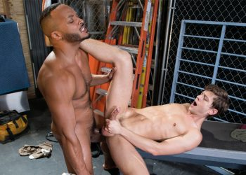 "Hot House: Dillon Diaz raw-fucks Austin Avery in ""Take Me To Gripland"" (scene 3)"