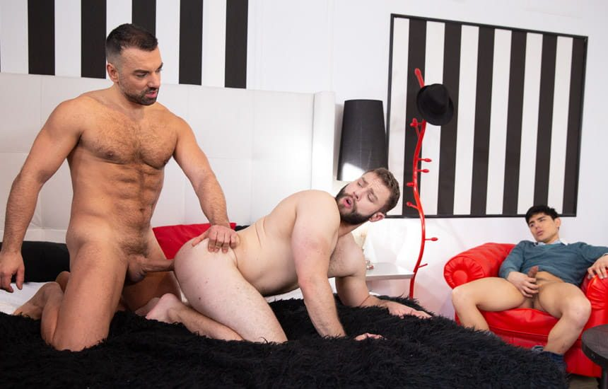 "MEN: Oliver Marinho fucks Diego Reyes in front of Ken Summers in ""Cuck Tease"""