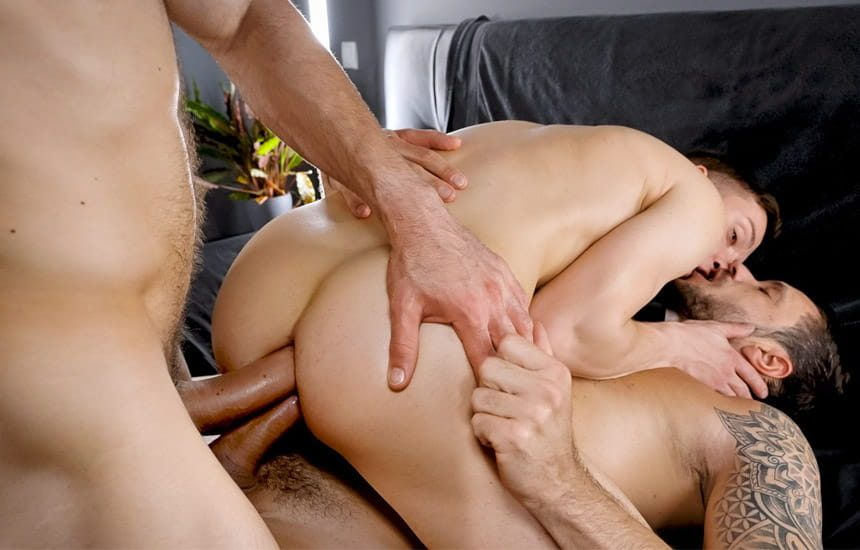 TimTales: Hung tops Mario Galeno and Gaucho double-penetrate Michl Amundson